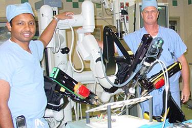 doctors and davinci robotic surgery machine