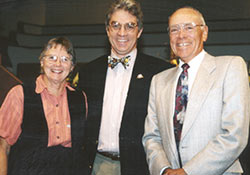 photo of John Santa, M.D., speaker for the inaugural Shiloh Health Lectureship, is flanked by Zoe and Robert Hittner, M.D.